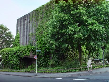 Bunker an der Maltesterstraße Ecke Gerichtstraße: (Aufnahme stammt aus dem Jahre 2004)