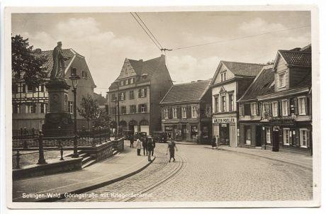 Göringstraße mit Kriegerdenkmal: Postkarte, gelaufen im März 1943, Cramers Kunstanstalt Dortmund