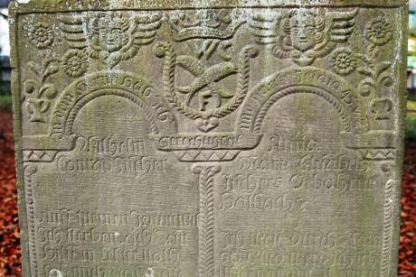 Grabstätte: Wilhelm Conrad Fischer (*28.1.1710 in Burg †11.4.1772) ) und Anna Maria Elisabeth Fischer (*15.10.1717 in Remscheid † 27.11.1806 in Burg), geb. Halbach