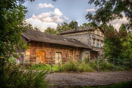Gräfrather Bahnhof: Schimmelpilzzuchtstation
