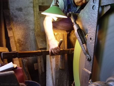 Schleifen am großen Stein: im Wipperkotten, 2006