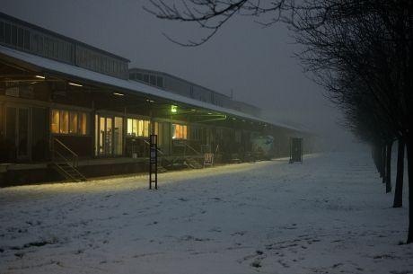 Güterhallen: im Nebel bei Tauwetter zur Blauen Stunde