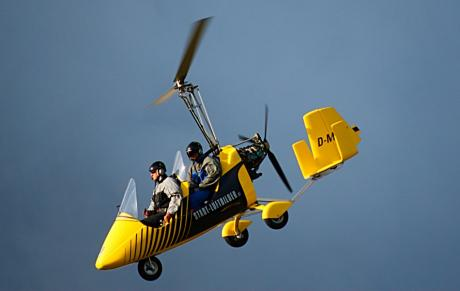 "Gyrocopter // Tragschrauber: James Bond und ""Little Nellie"""
