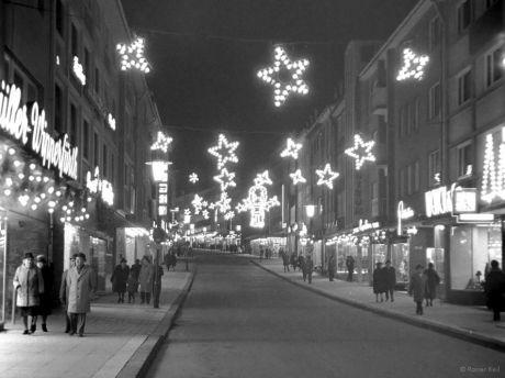 Untere Hauptstraße auf Höhe des Südwalles Mitte der 1960er Jahre zur Weihnachtszeit