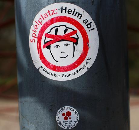 Spielplatz: Helm ab!