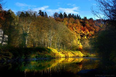 Herbstliche Farben an der Wupper
