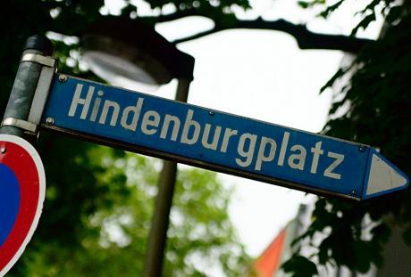 Hindenburgplatz: Das Schild hat bald ausgedient