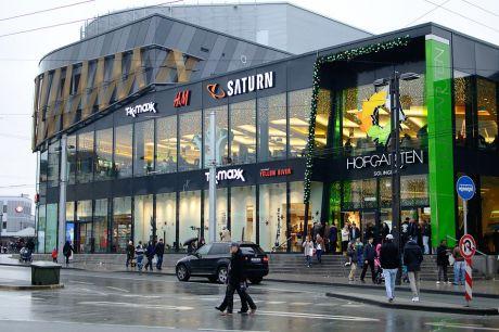 Hofgarten: Sollte der Stau tatsächlich eine einmalige Sache gewesen sein? Oder bewähren sich die farbig überklebten Parkplatzschilder?