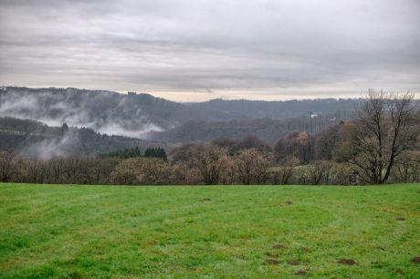 Haus Hohenscheid (15.12.2013): Wenn der Nebel empor steigt.