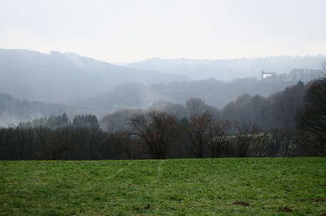 Burg Hohenscheid thront über der Wupper