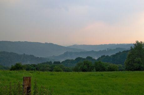Das Tal der Wupper rund um Hohenscheid nach dem Regen: Und hoch droben im Firmament grummelt es noch immer.