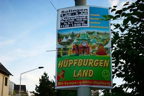 Huepfburgen Land: am Weyersberg mit Trampolin, Riesenrutsche, Quadbahn und Kleinkinderbereich