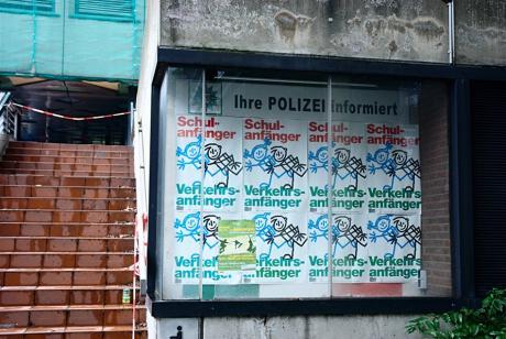 Ihre POLIZEI informiert:: Beim Abriss Asbest in den Fensterstürzen entdeckt