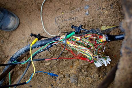 Kabelgewirr: und irgendwo ist der (Wasser-)Wurm drin.