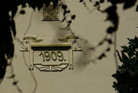 Kunst am Bau: Jahreszahl 1909