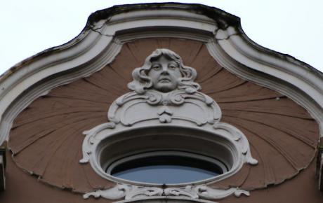 Dekor: an einem Haus an der Düsseldorfer Straße (Gründerzeit?)