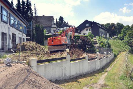 Landhaus Pfaffenberg: Man nimmt sich der zukünftigen Terrasse an