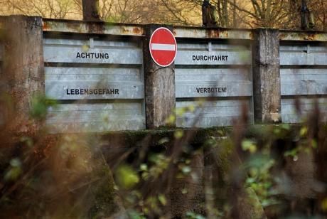 Achtung Lebensgefahr: Durchfahrt verboten!