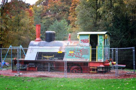 Lok hinter Gittern: Spielplatz Engelsberger Hof