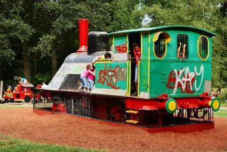 Spiellokomotive auf dem Spielplatz Engelsberger Hof