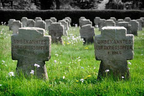 unbekanntes Luftkriegsopfer: † 1944
