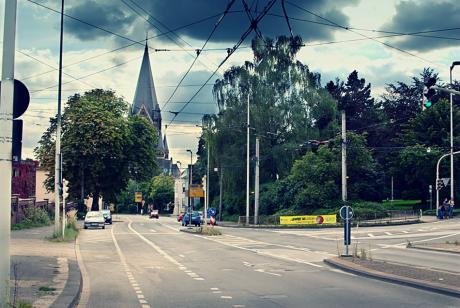 Blick von der Kölner Straße auf die Lutherkirche: (September 2010)