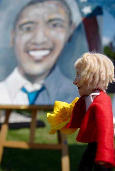 Große Politiker auf kleiner Bühne: auf einer Euro-Palette (Angelika Lucas, Wuppertal)