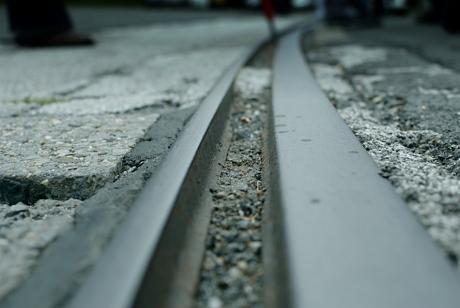 Meterspur: Mann müsste mal wieder die Gleise säubern - ach ne, der Herr ist schon lange in Rente