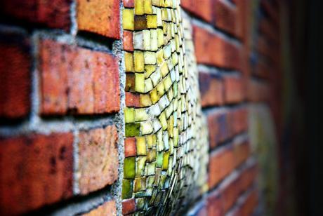 Mosaik an der Hauswand