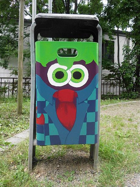 Kunst-Mülltonne
