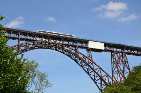 Um dieses Bauwerk dreht sich hier alles!: die Müngstener Brücke