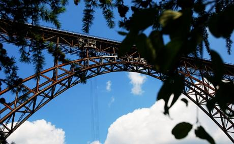 Eisenbahnbrücke: Deutschlands höchstes Exemplar aus Stahl.
