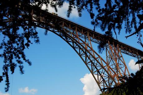 Müngstener Brücke: Es gibt Brücken, die sind rot gestrichen, hier ist es echter Rost