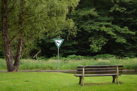 Naturschutzgebiet: man sollte öfters das Schild putzen