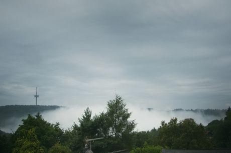 Wupperheih: Heih, aus Fluss- und Bachtälern aufsteigender dünner Nebel