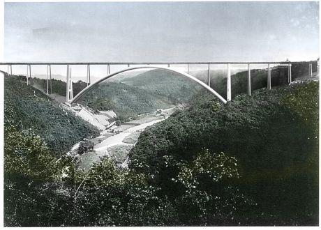 Neubau der Müngstener Brücke: basiert auf einer Idee der MAN zum 75. Geburtstag der Eisenbahnbrücke