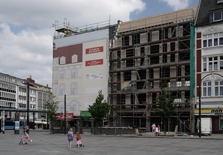 verpixelte Fassade am Neumarkt: (Foto 13.6.2010)