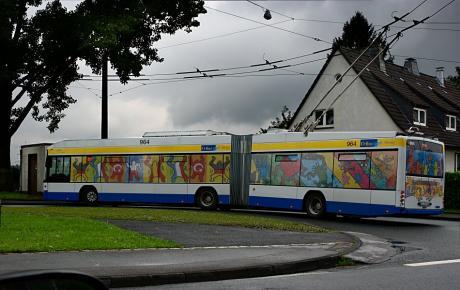 Solinger O-Bus mit Vollverwerbung: Mehr geht kaum