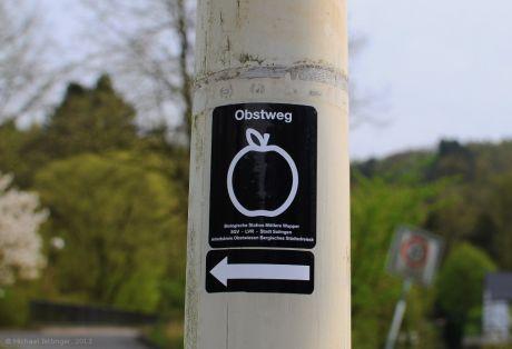 Obstweg: die neue Wanderwegmarkierung in Rüden