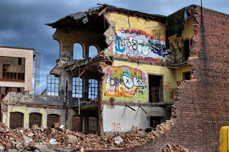 Omega-Werk an der Kölner Straße: beim Abriss