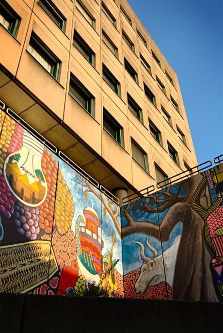Wandgemälde am ehemaligen Polizeigebäude an der Goerdelerstraße