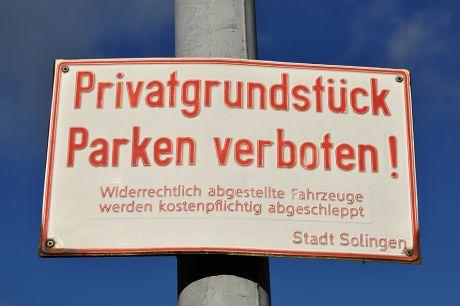 Privatgrundstück - Parken verboten !: Stadt Solingen