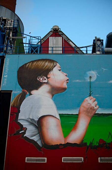 Graffito Pusteblume: von Tank & Kayo Natéz