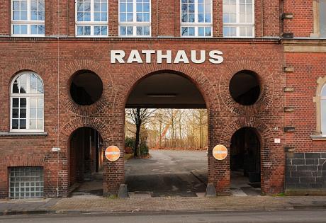 Rathauseingang: dieser Eingang ist Eigentum der Stadt Solingen