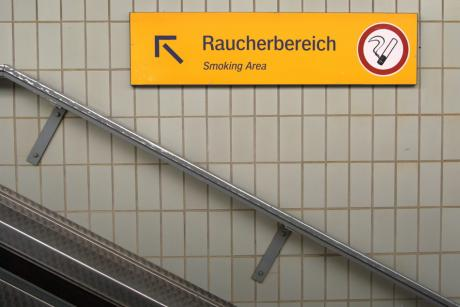 Raucherbereich: – Smoking Area