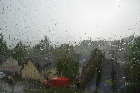 Wenn der Regen an die Scheibe klopft