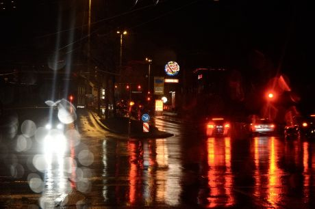 Regen in der City bei Nacht