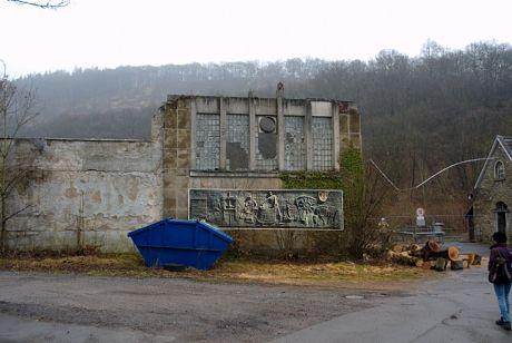Reste der Papiermühle an der Wupper: einkopiert das Relief, welches heute nicht mehr vorhanden ist