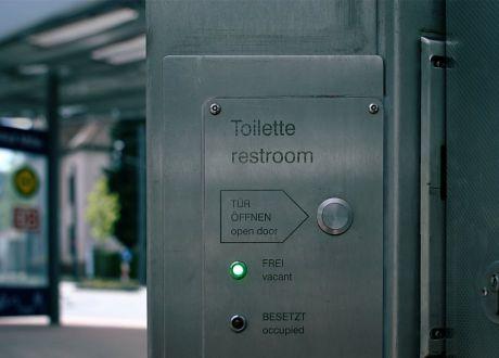 Toilette :: restroom