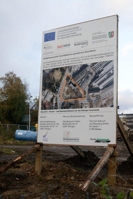 Revitalisierung einer innerstädtischen gewerblichen Brachfläche: Die Wirtschaftsförderungen Solingen GmbH & Co. KG und die Stadtentwicklungsplanung der Stadt Solingen führen hier den kontrollierten Rückbau des ehemaligen OMEGA-Werkes zur Revitalisierung der Gewerbebrache durch.